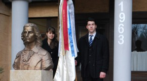 Schiller-szobrot avattak a gimnázium udvarán