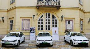 Környezetbarát gépjárműveket kapott a Pest Megyei Kormányhivatal