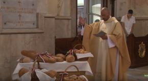 Szentmise és kenyérszentelés Solymáron (HD)