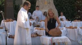 Ünnepi szentmise és kenyérszentelés Pilisszentivánon