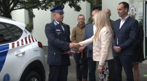 Rendőrautó-átadás Pilisszentivánon