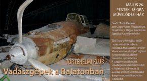 Vadászgépek a Balatonban